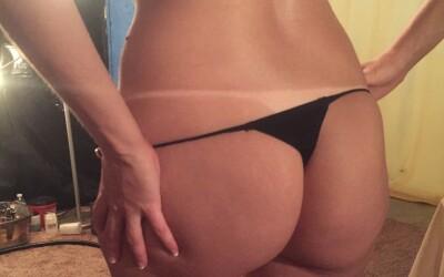 Hot spray tan lines!!