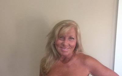 Hotttt mamma rocks spray tan!